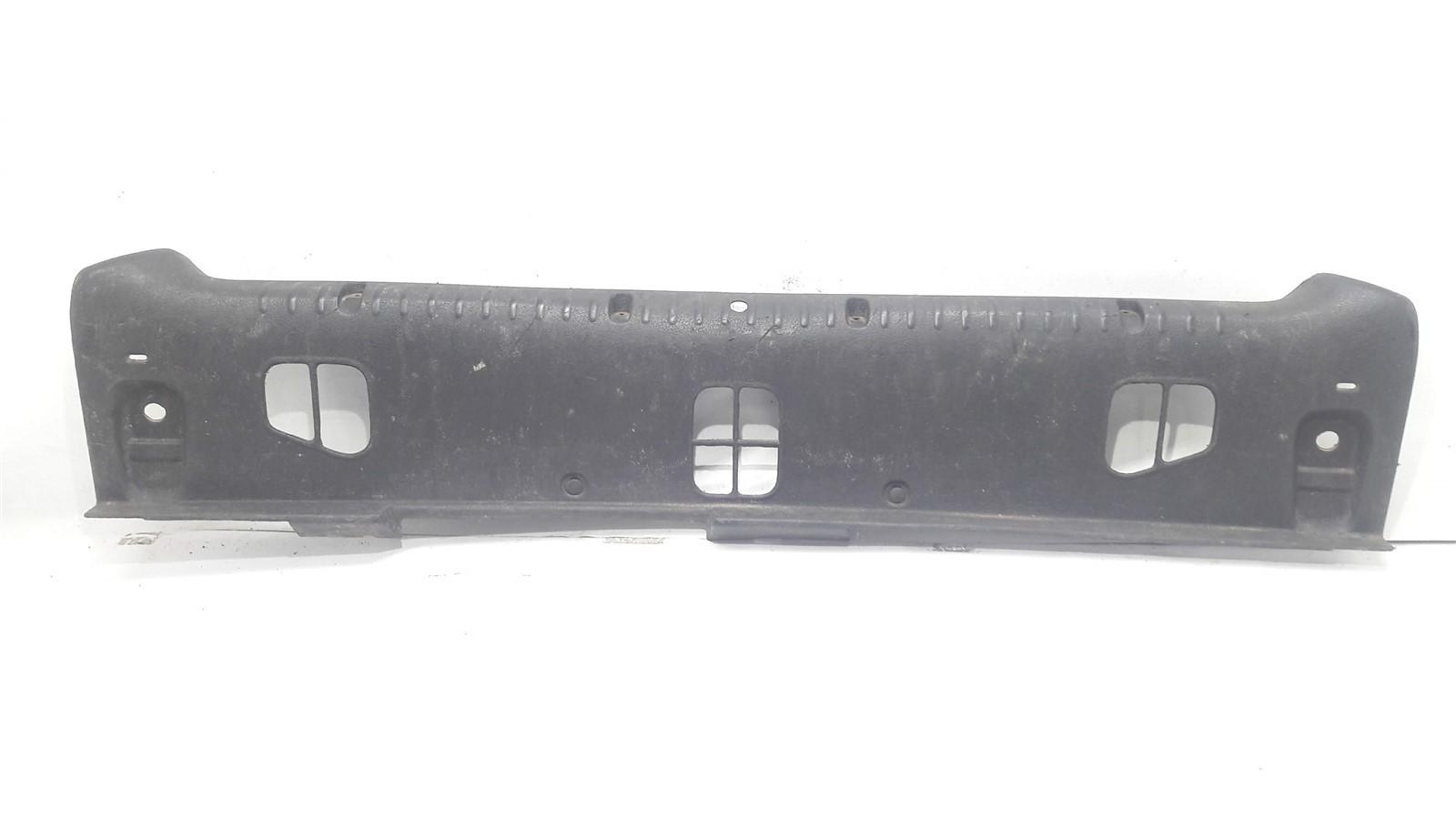 Acabamento interno Inferior Central porta malas Clio Hatch  2001-2012 Original