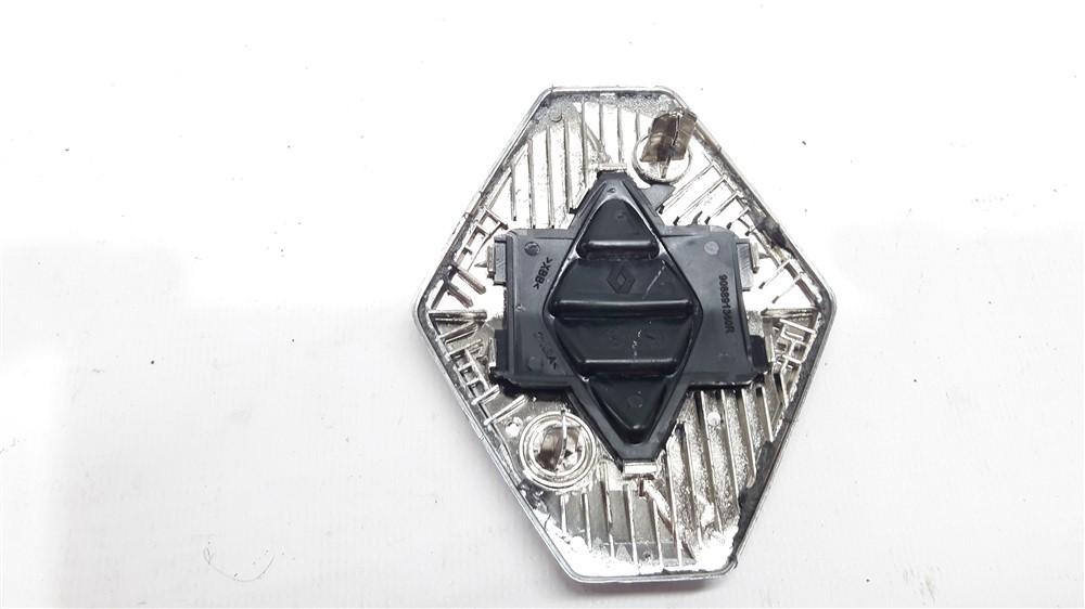 Emblema tampa traseira porta malas Renault Kwid original