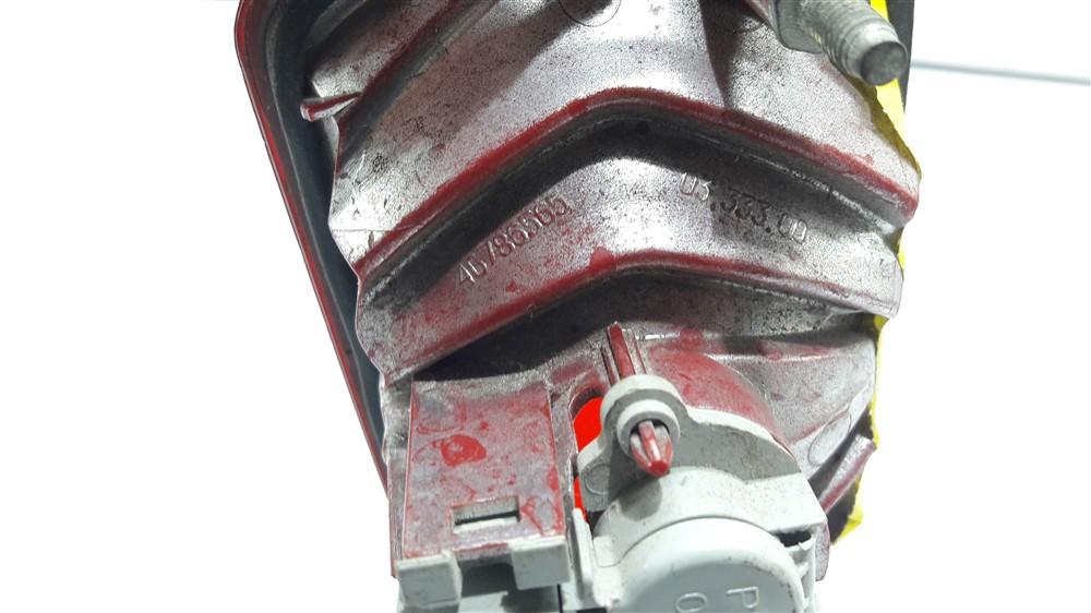 Lanterna neblina tampa traseira Fiat Stilo 2002 2003 2004 2005 2006 2007 2008 2009 esquerda original