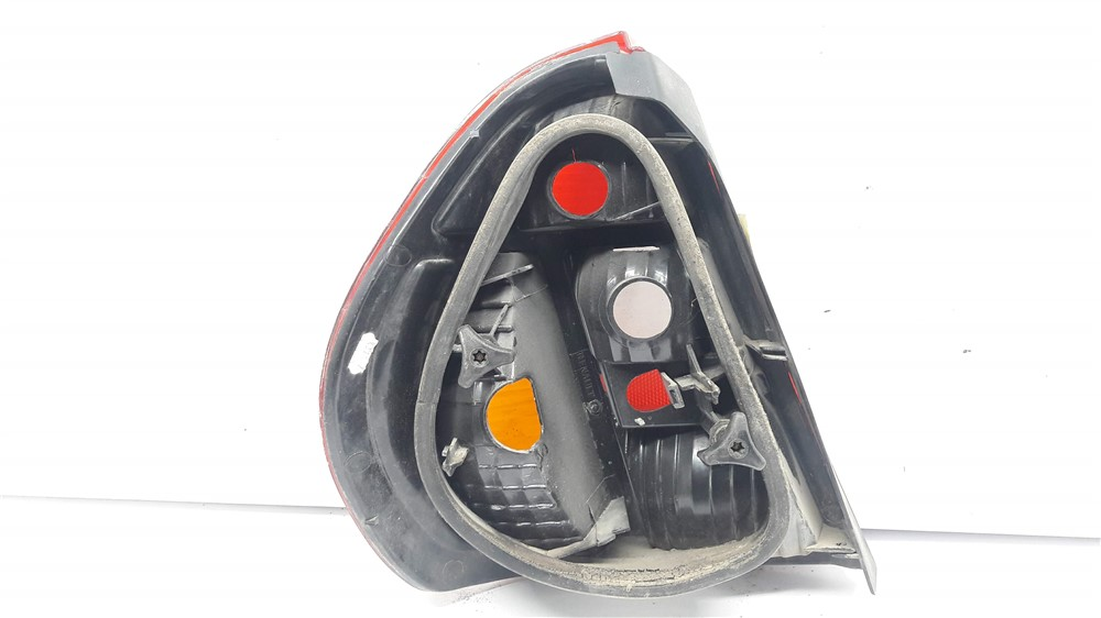 Lanterna traseira direita Clio sedan 2000 2001 2002 2003 2004 2005 original