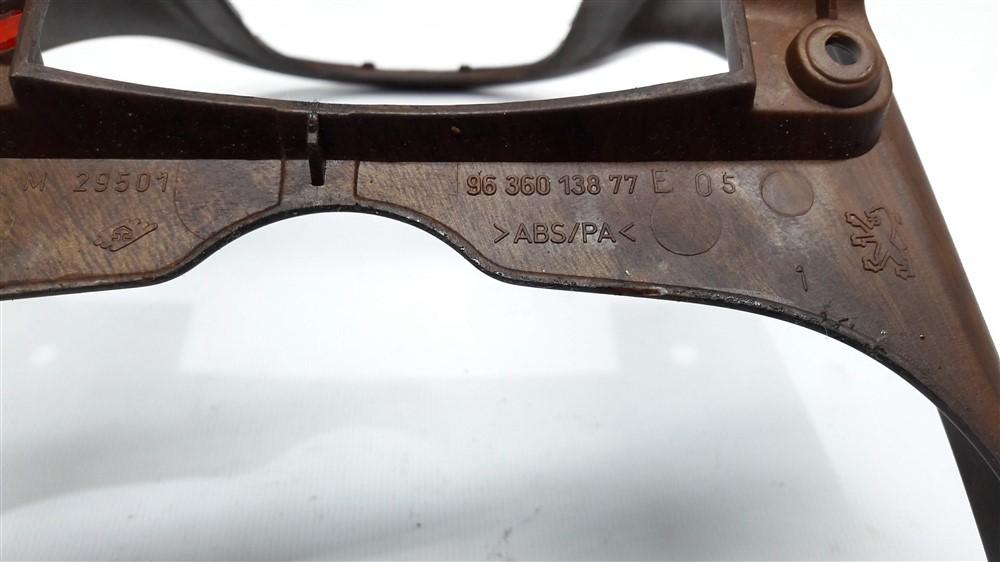 Moldura acabamento inferior central painel Peugeot 307 madeirado original