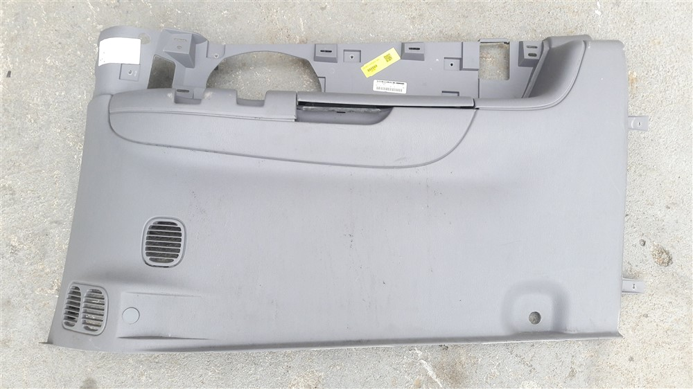 Moldura acabamento lateral porta malas Chrysler Grand Caravan 1996 1997 1998 1999 2000 direita original