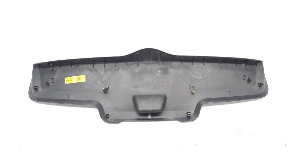 Moldura acabamento tampa traseira porta malas Citroen C3 2003 2004 2005 2006 2007 2008 2009 2010 2011 2012 original