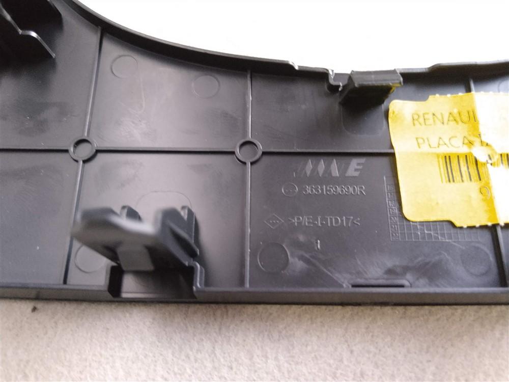 Moldura acabamento traseiro console central Renault Kwid original