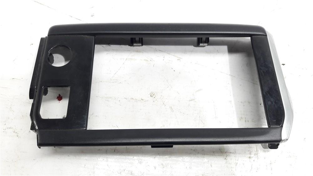 Moldura central painel multimídia Peugeot 208 com detalhe original