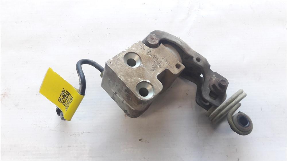 Válvula equalizadora pressão freio traseiro Golf 1.6 8v original