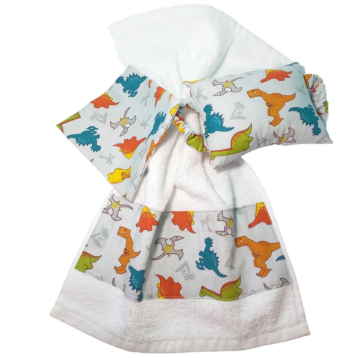 Kit Bebê 3 Peças Estampa Dinossauros   Bolsa Térmica Cólicas, Toalha de Boca e Protetor de Porta