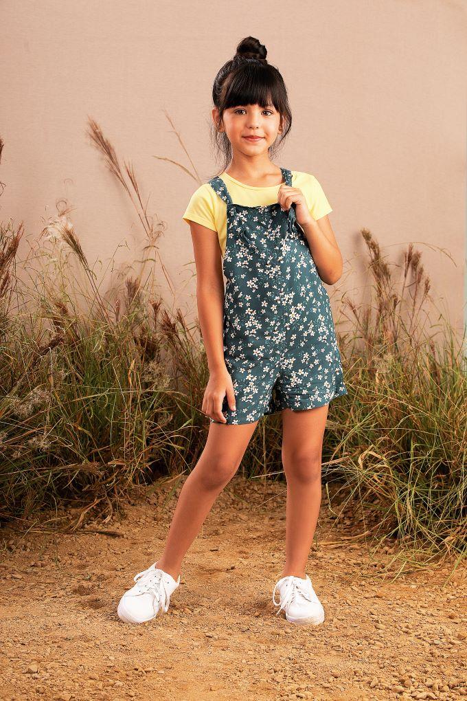 Conjunto Infantil menina blusa e Jardineira estampada em viscose - Tam 4 a 10 anos
