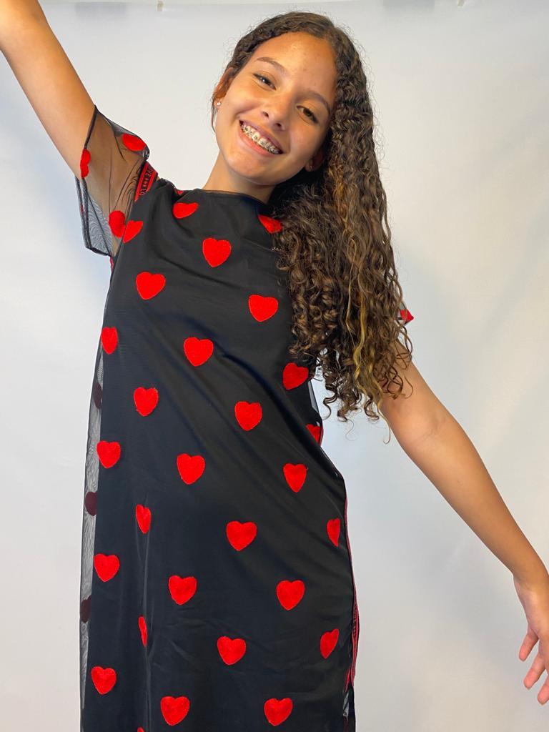 Vestido Tule Peto Bordado Corações Vermelhos - Tam 12 a 16 anos