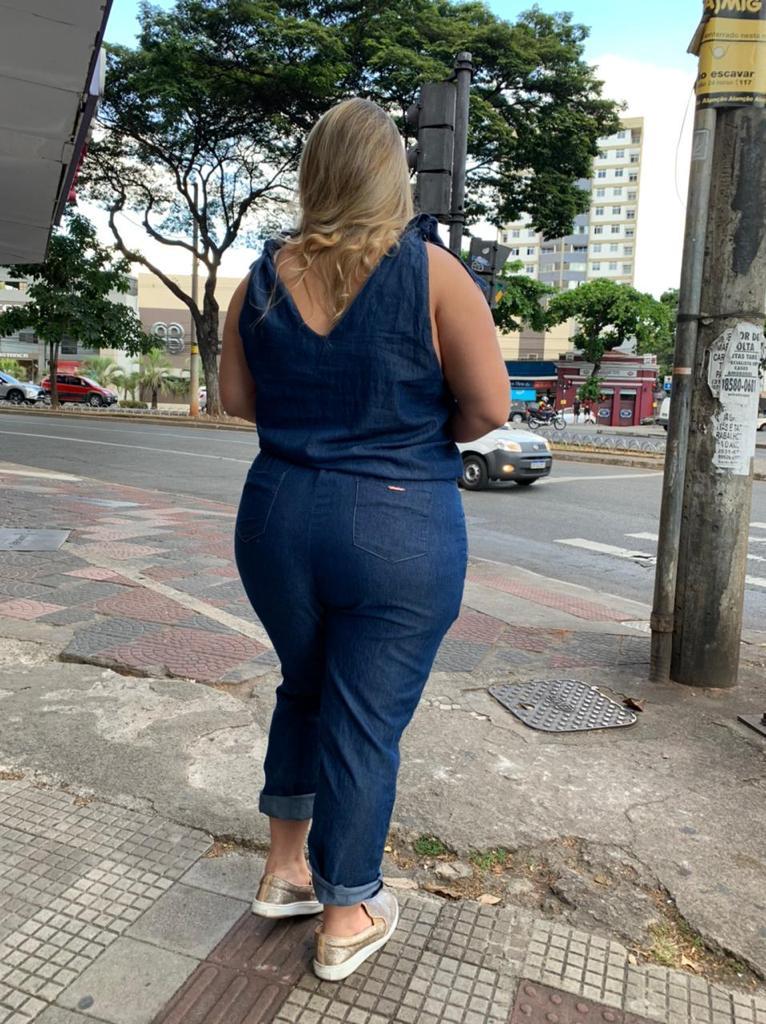 MACACÃO JEANS ALÇA AMARRAÇÃO PLUS SIZE