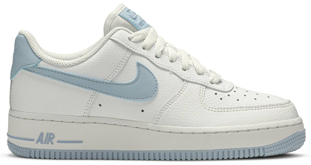 Tênis Nike Air Force 1 Low '07 Patent Light Armory Blue