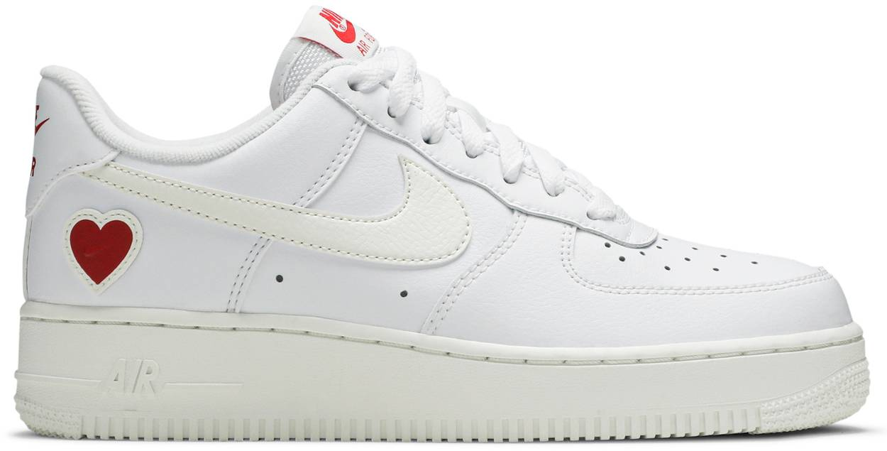 Tênis Nike Air Force 1 Low Valentine's Day