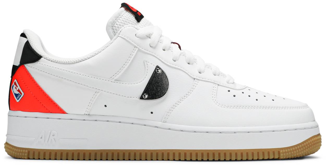 Tênis Nike NBA x Air Force 1 '07 LV8 White Bright Crimson