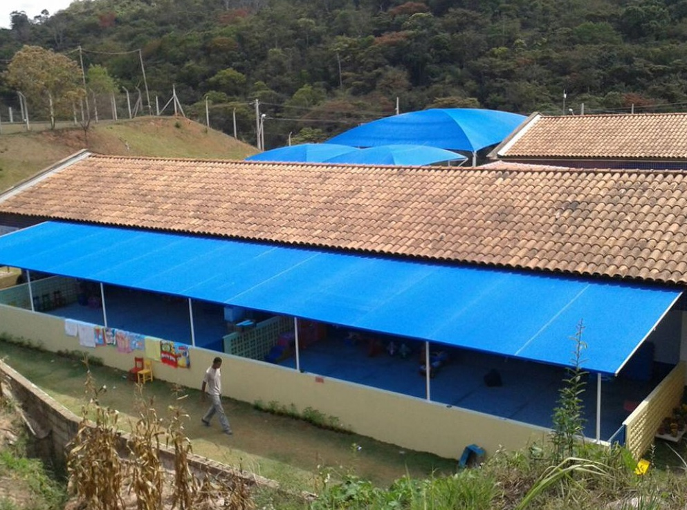 Tela de Sombreamento 80% Azul com Bainha e Ilhós - Largura: 4,5 Metros