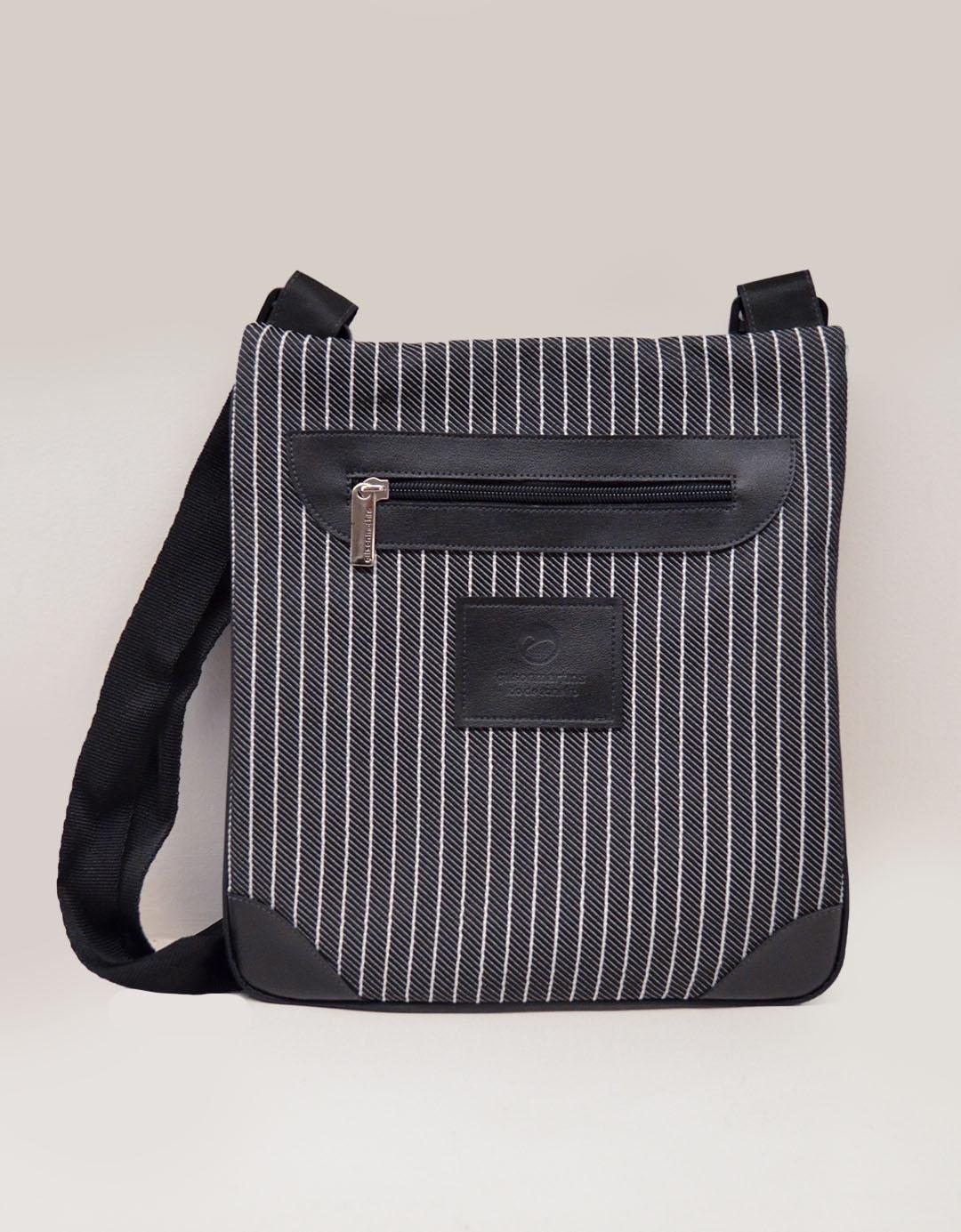 Bolsa Transversal Risca de Giz Cross Bag Carlo
