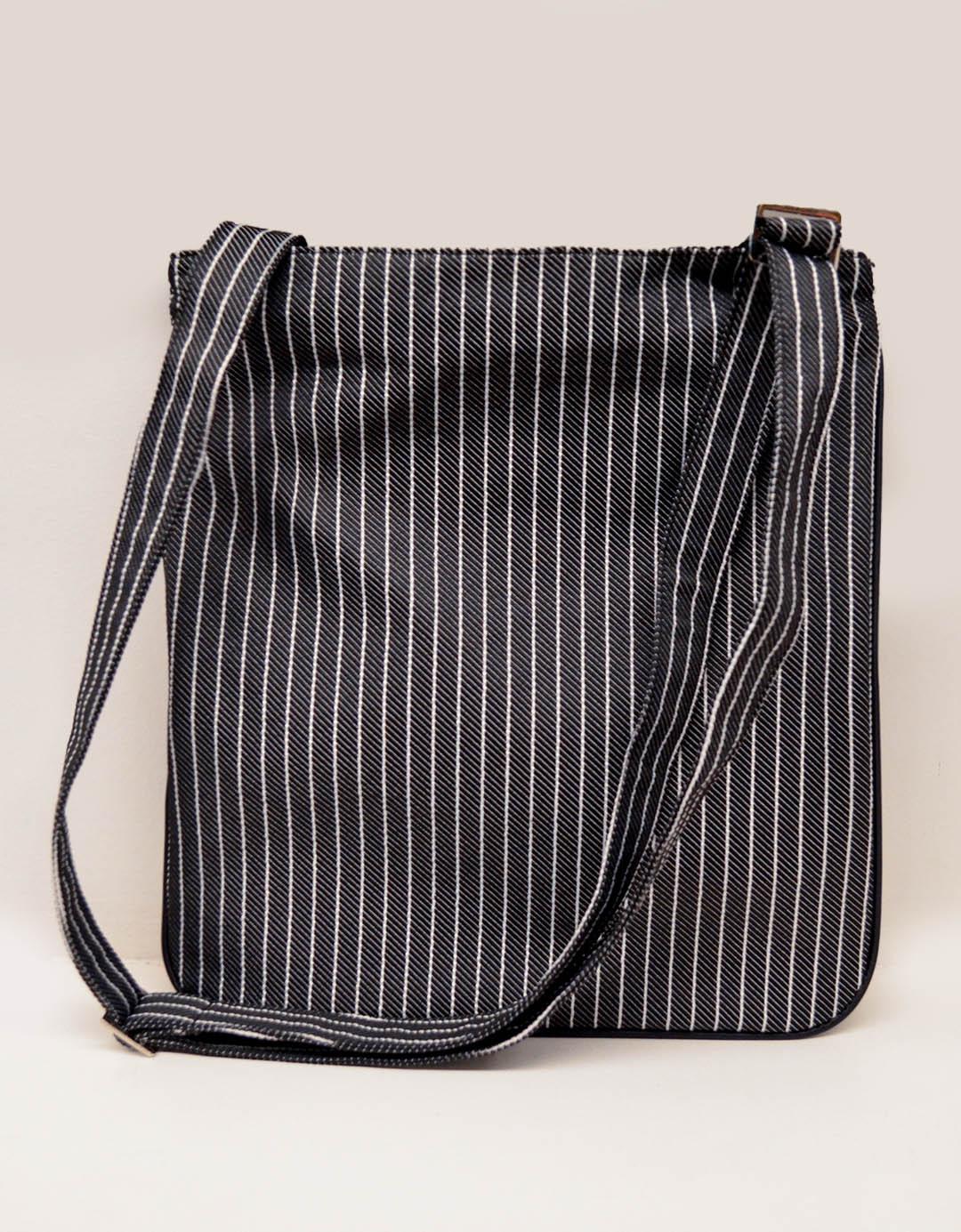 Bolsa Transversal Risca de Giz Cross Bag Theo Traços do Rio