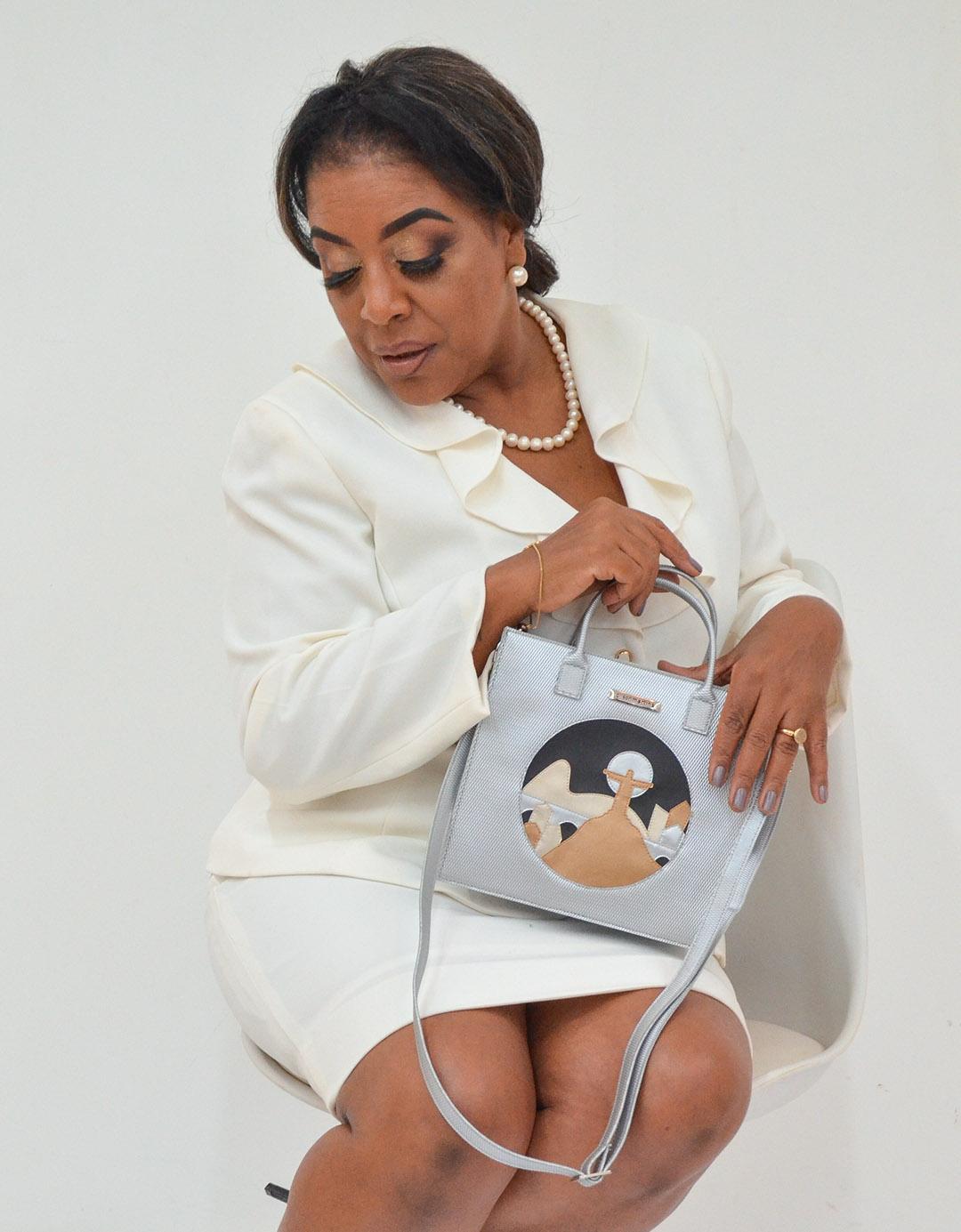 Mini Bolsa Shoulder Bag de Mão Prata Customizada Letícia Lixo Nobre