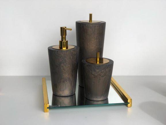 Conjunto conne com metal dourado