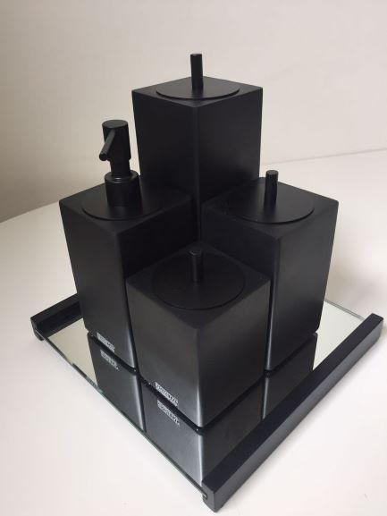 Conjunto Quadrado para Banheiro 4 peças com Tampa Black Matte e Acabamento Preto