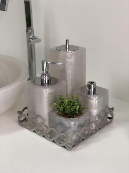 Conjunto Quadrado para Banheiro 4 peças com Tampa Cromada e Acabamento Perolado