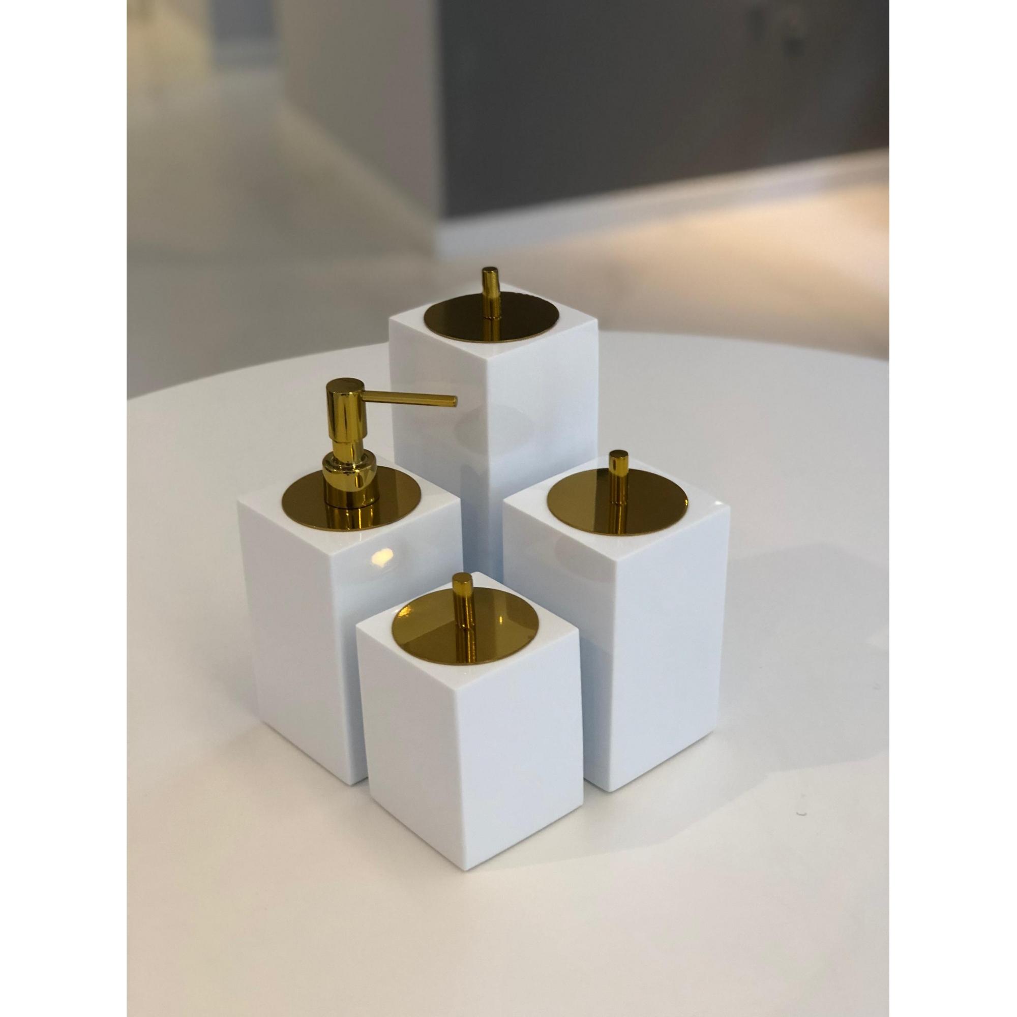 Conjunto Quadrado para Banheiro 4 peças com Tampa Dourada e Acabamento Branco
