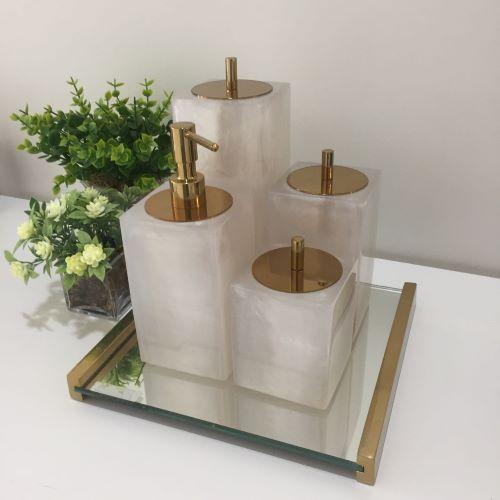 Conjunto Quadrado para Banheiro 4 peças com Tampa Dourada e Acabamento Madrepérola