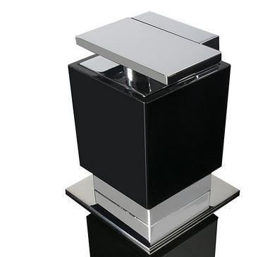 porta sabonete liquido de mesa One preto com cromado.
