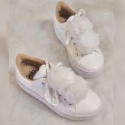 Tênis Pompom White (Pompom removível)