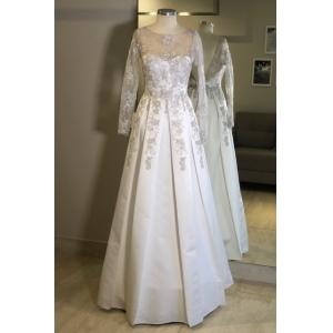 Vestido de noiva Branco. Para casamento diurno e noturno, no campo ou na praia.