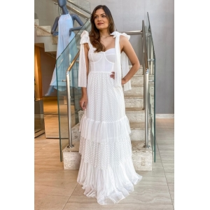 Vestido de noiva Off White. Para casamento diurno e noturno, no campo ou na praia.