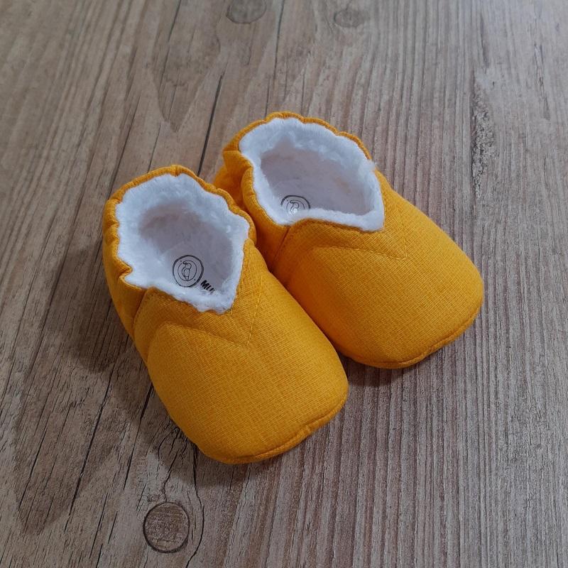 Pantufinha Amarela com Pelúcia Branca