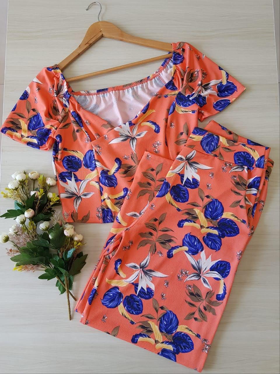 Conjunto calça e blusa estampado plus size