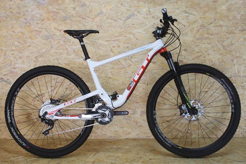 Bicicleta GT Carbon Helion Expert modificada para Aro 29 20V - Branca