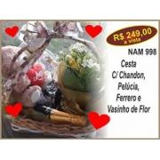 Cesta C/ Chandon, Pelúcia, Ferrero e Vasinho de Flor