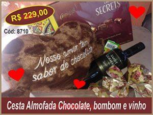 Cesta Almofada Chocolate, bombom e vinho