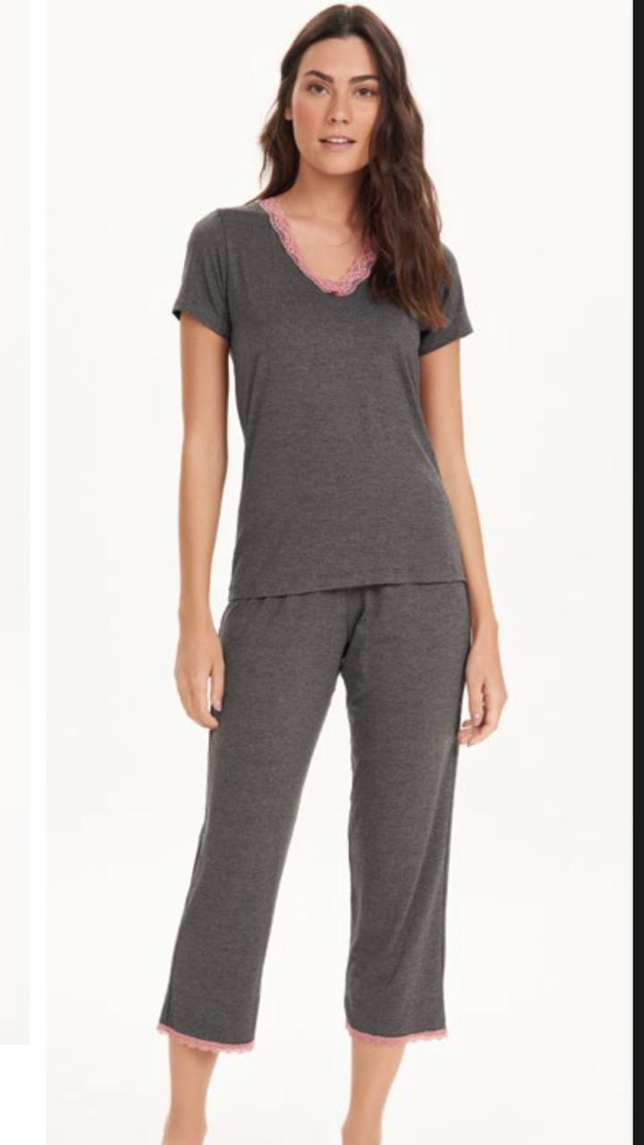 pijama manga curta com calca midi