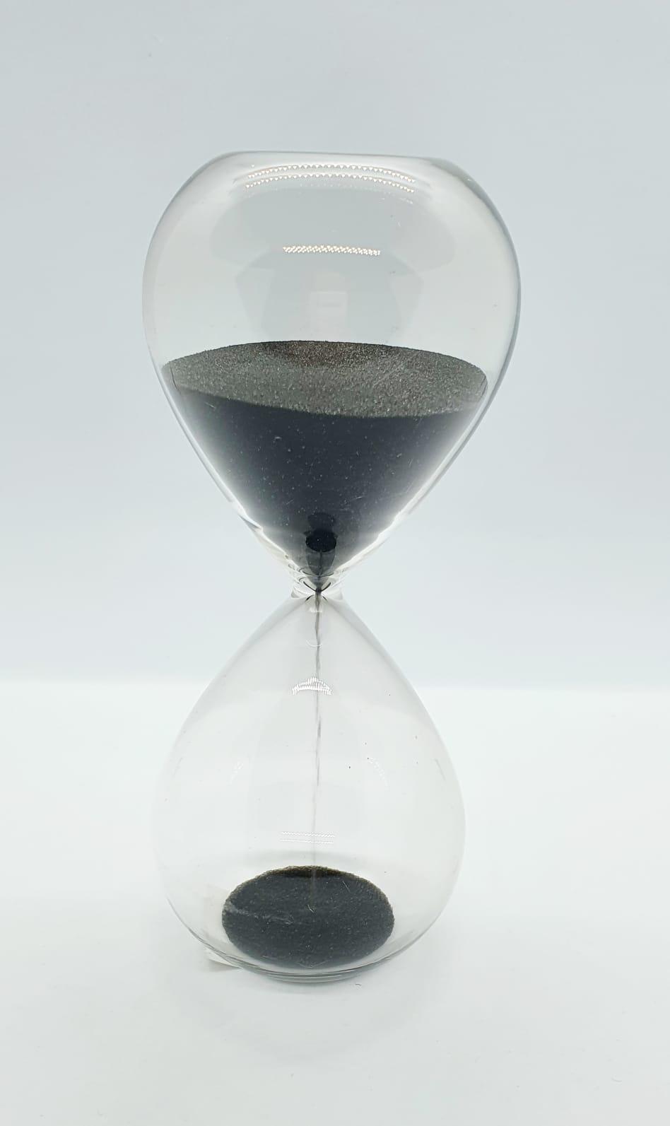 Ampulheta em vidro com areia