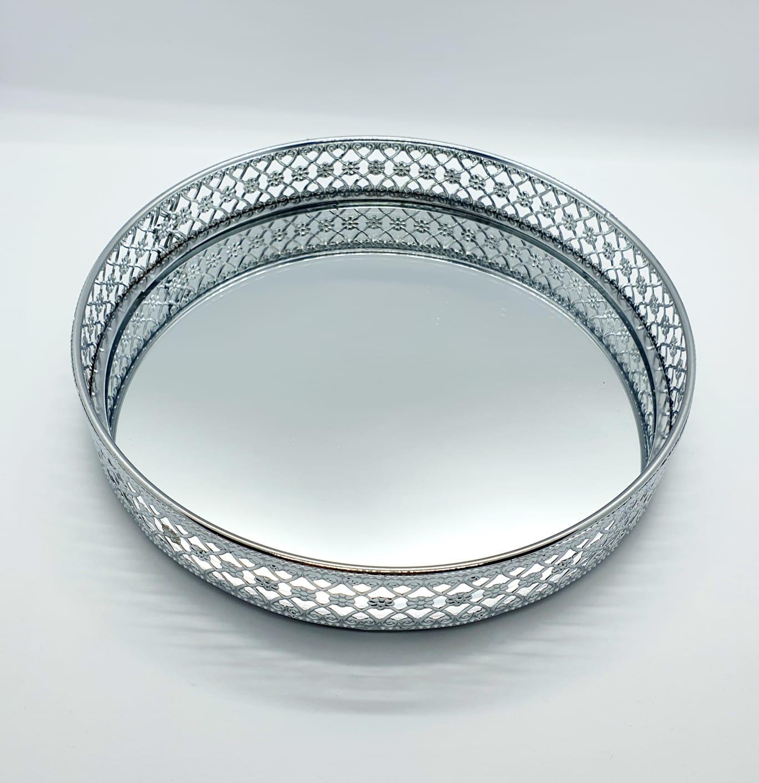 Bandeja decorativa de metal espelhada - prata