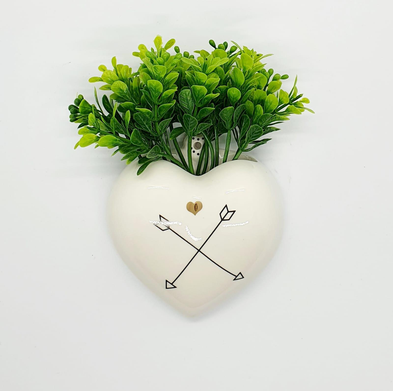 Cachepô de parede coração em porcelana - Flechas.