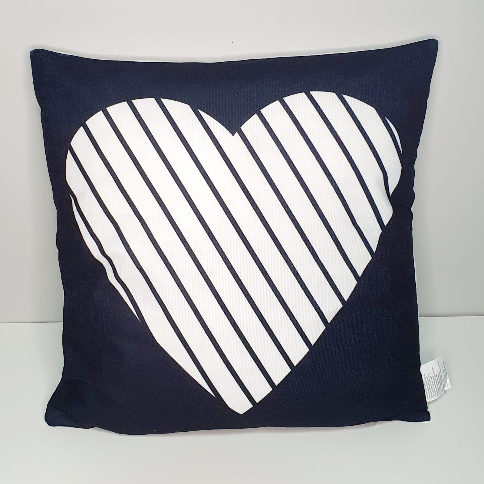 Capa para almofada - Coração listrado Preta e branca