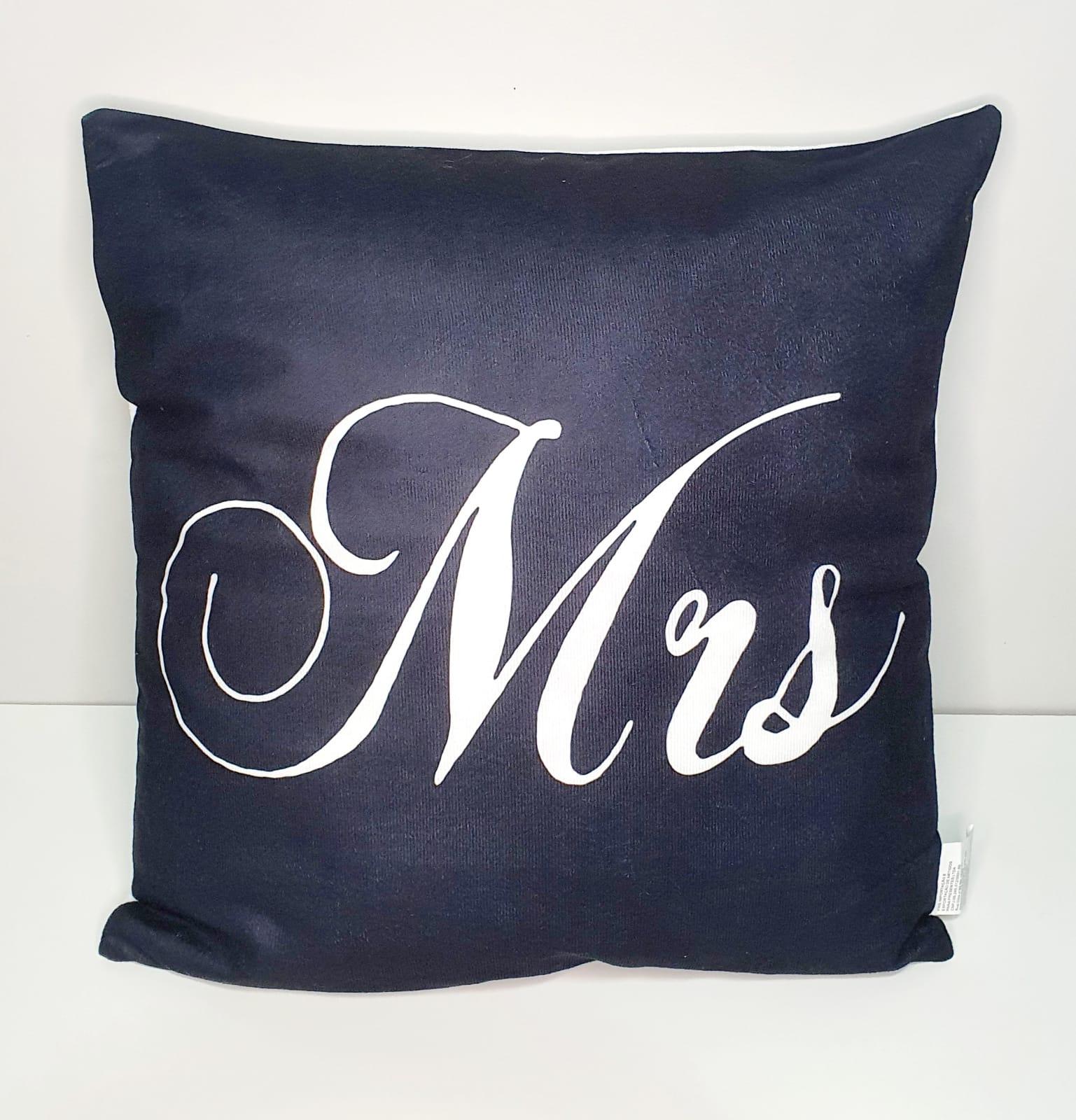 Capa para almofada - Mrs. Preta e branca