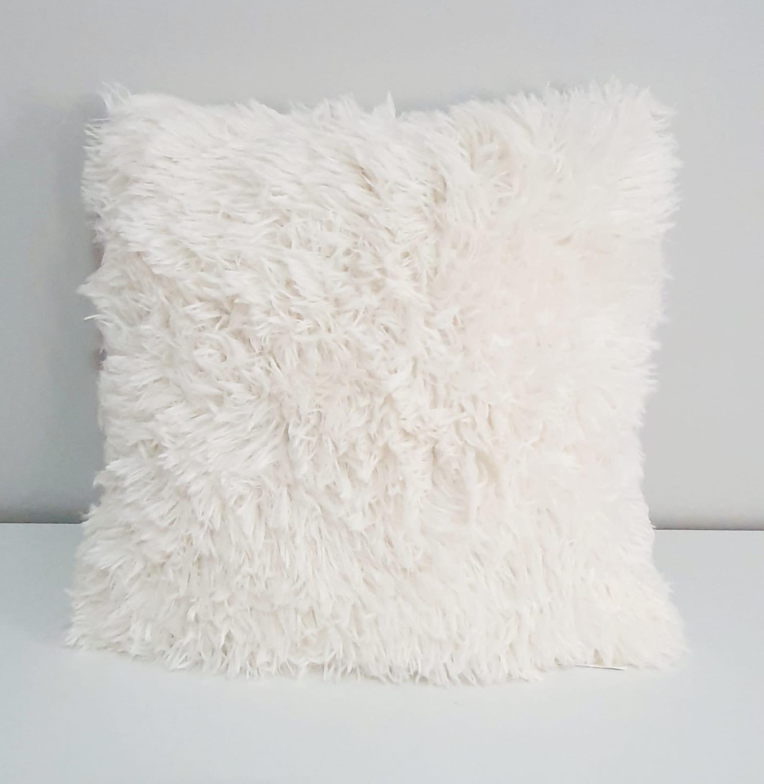 Capa para almofada - pelinhos off white