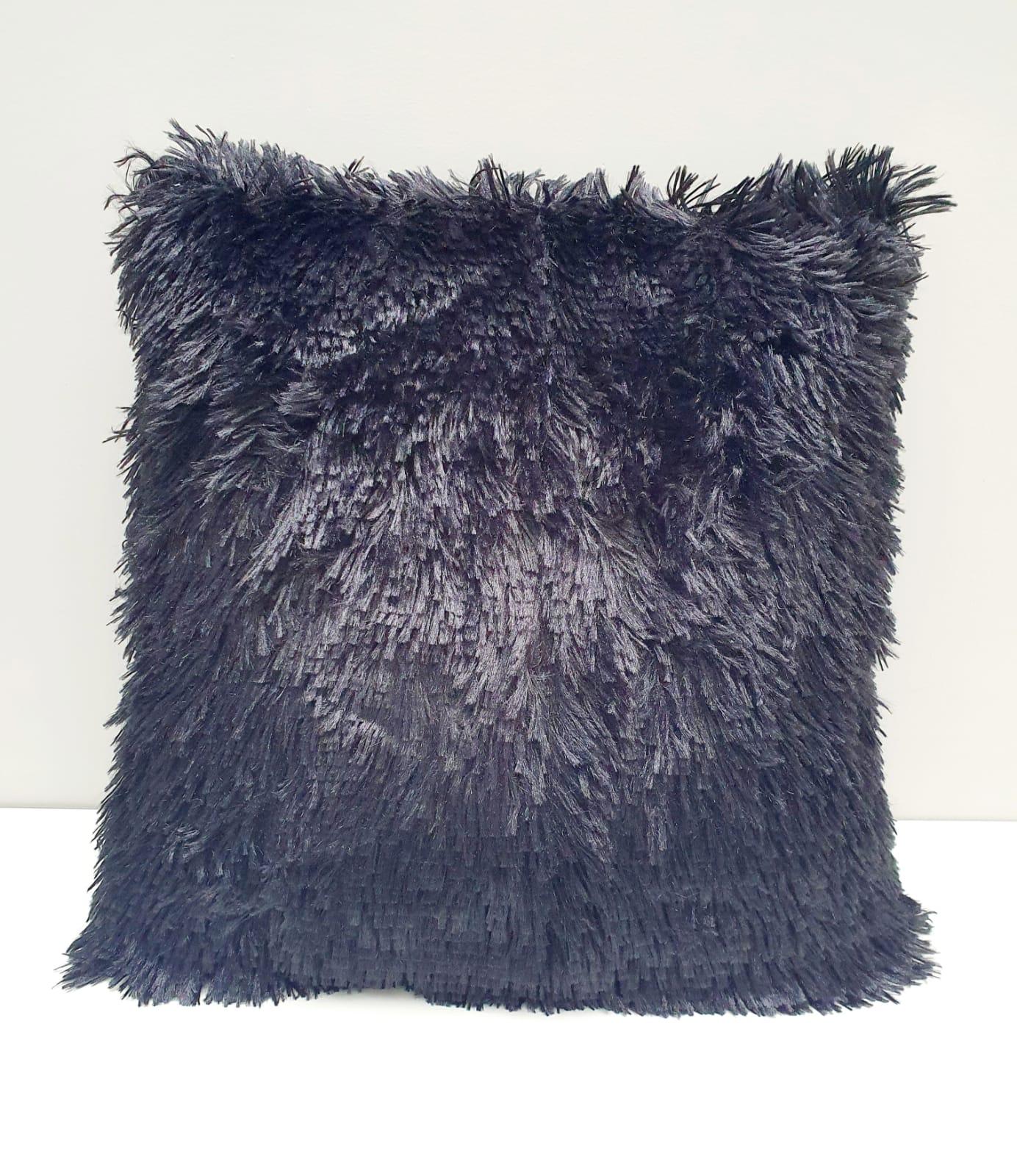 Capa para almofada - pelinhos preta