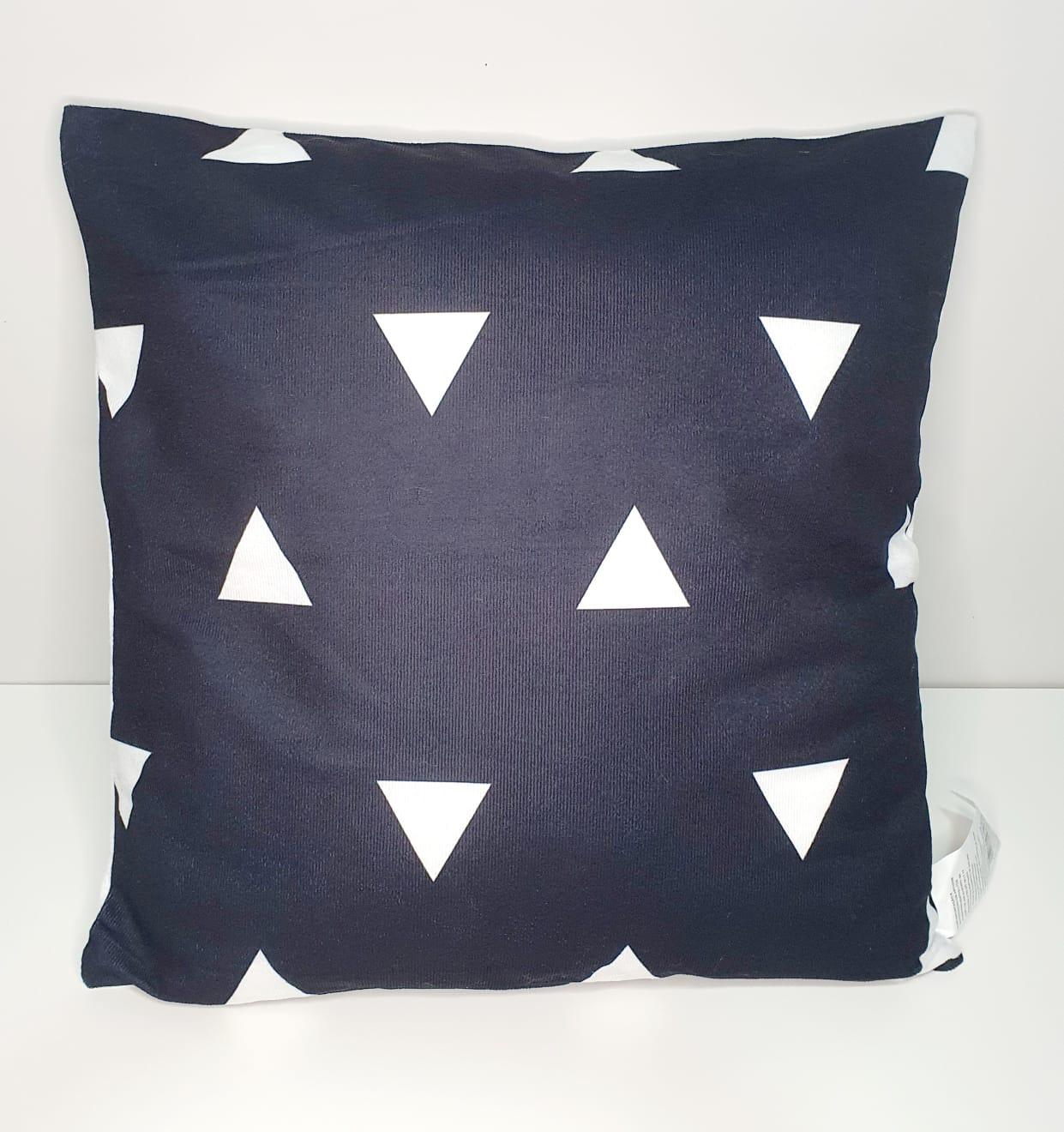 Capa para almofada - Triângulo Preta e branca