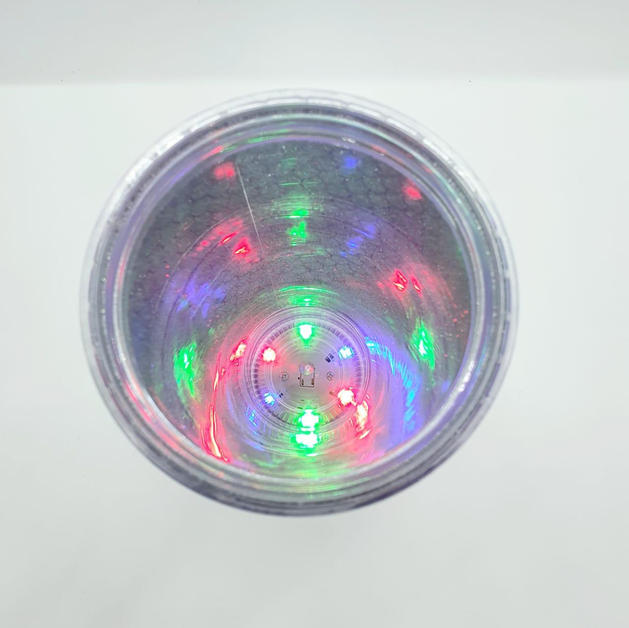 Copo com canudo em LED - Vá confiante na direção dos seus sonhos