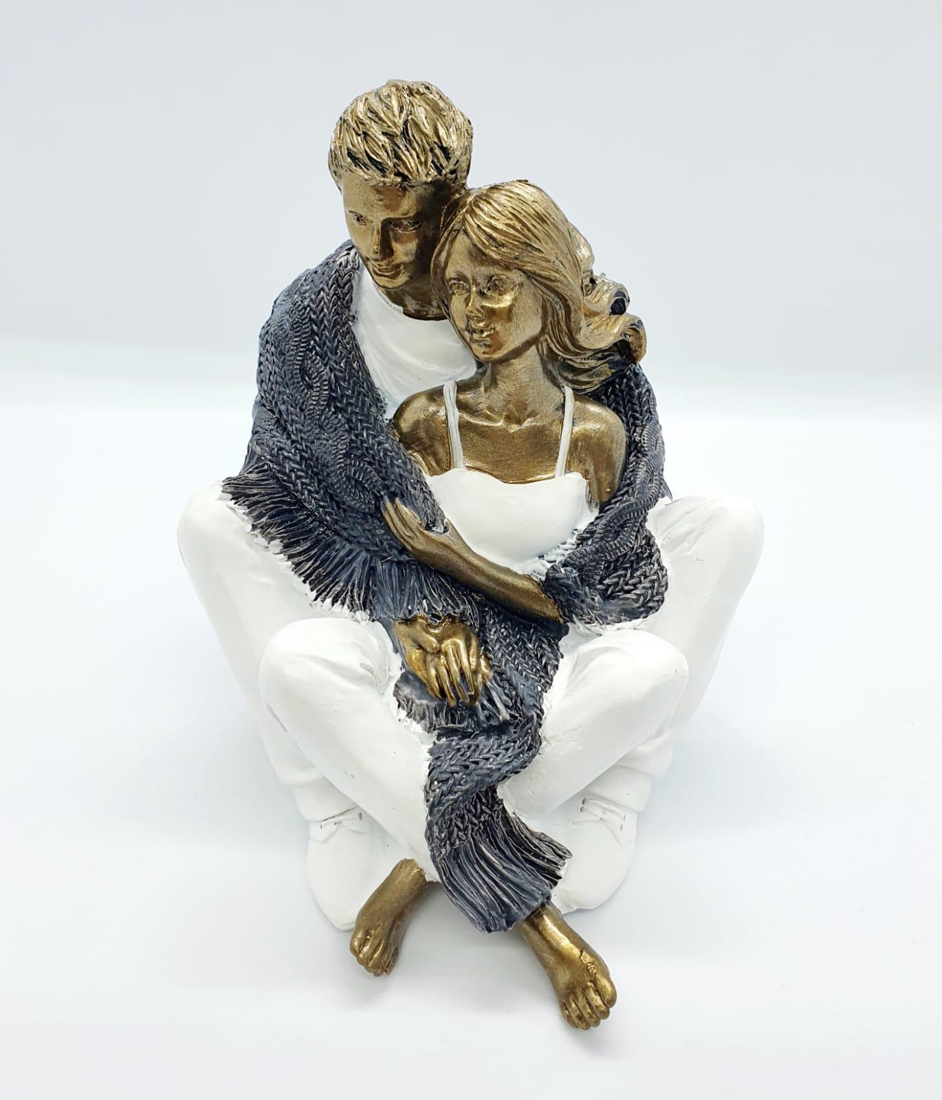 Escultura casal abraçados