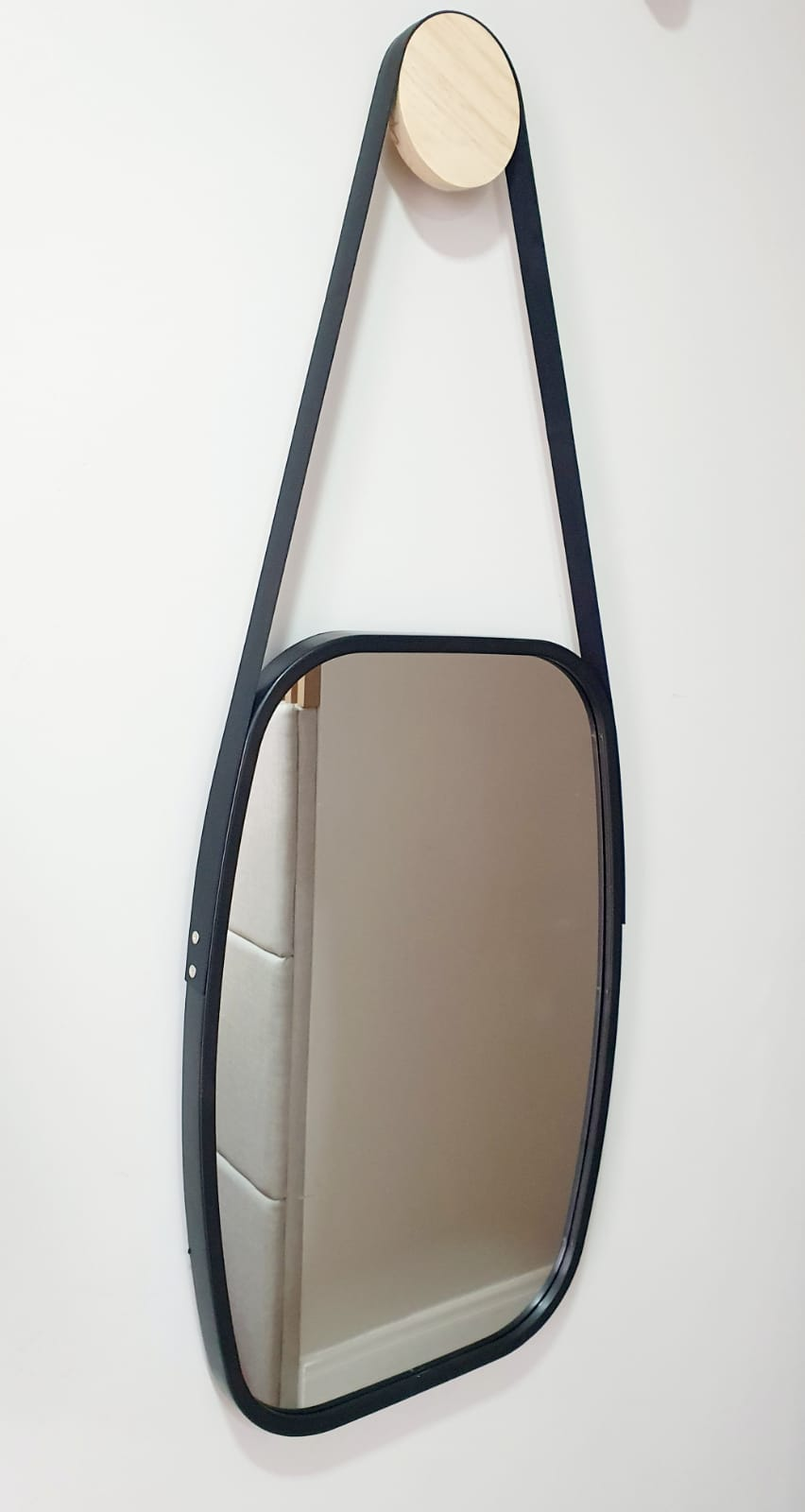 Espelho Ovalik - preto com alça de couro sintético