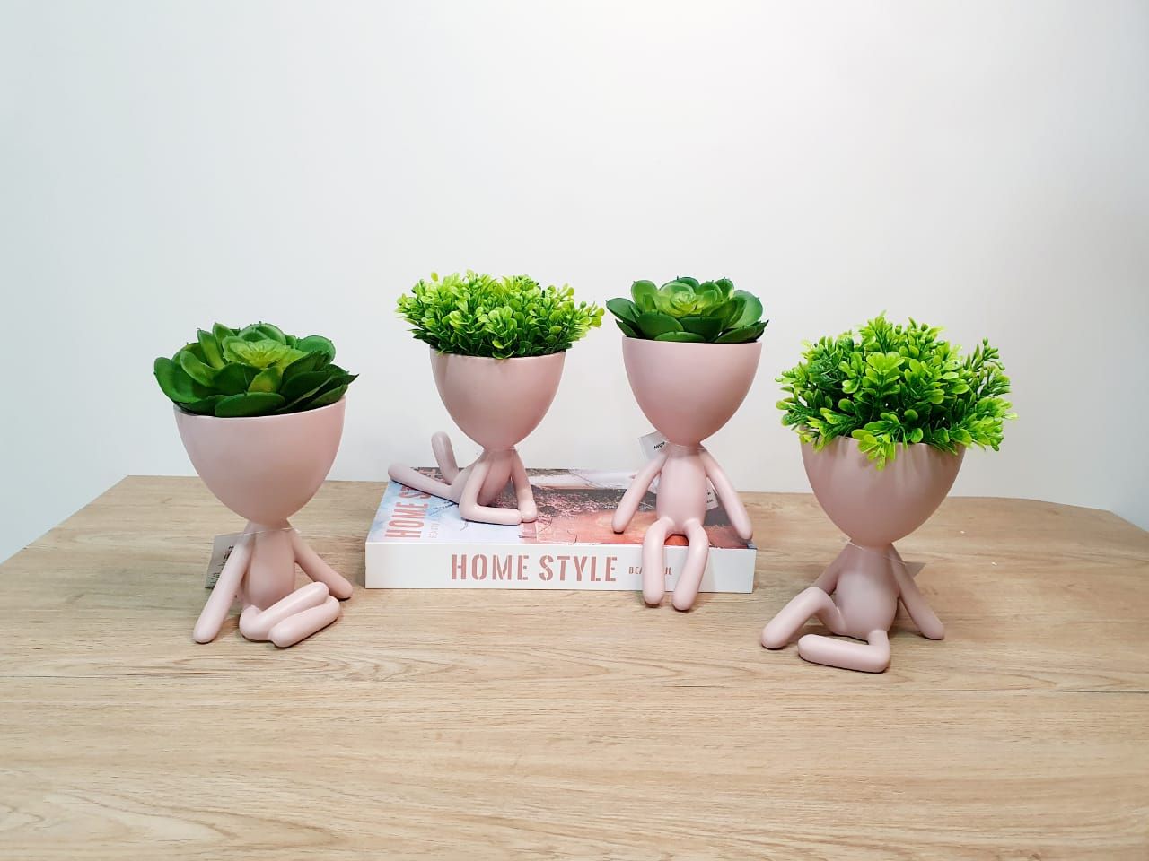 Kit - Quarteto de vasos Bob rosa em poliresina