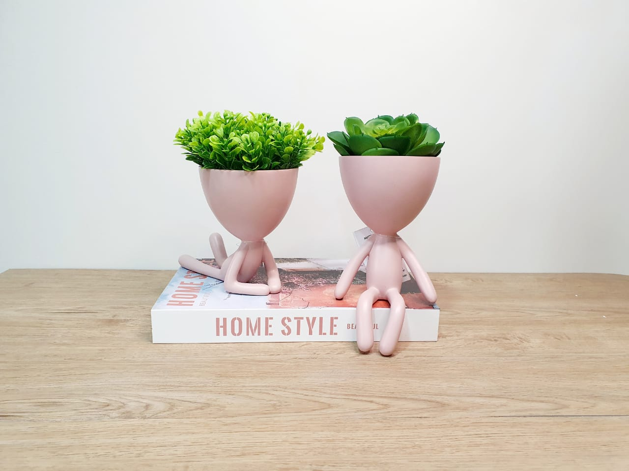 Kit - Dupla de vasos Bob rosa em poliresina - debruçado e sentado