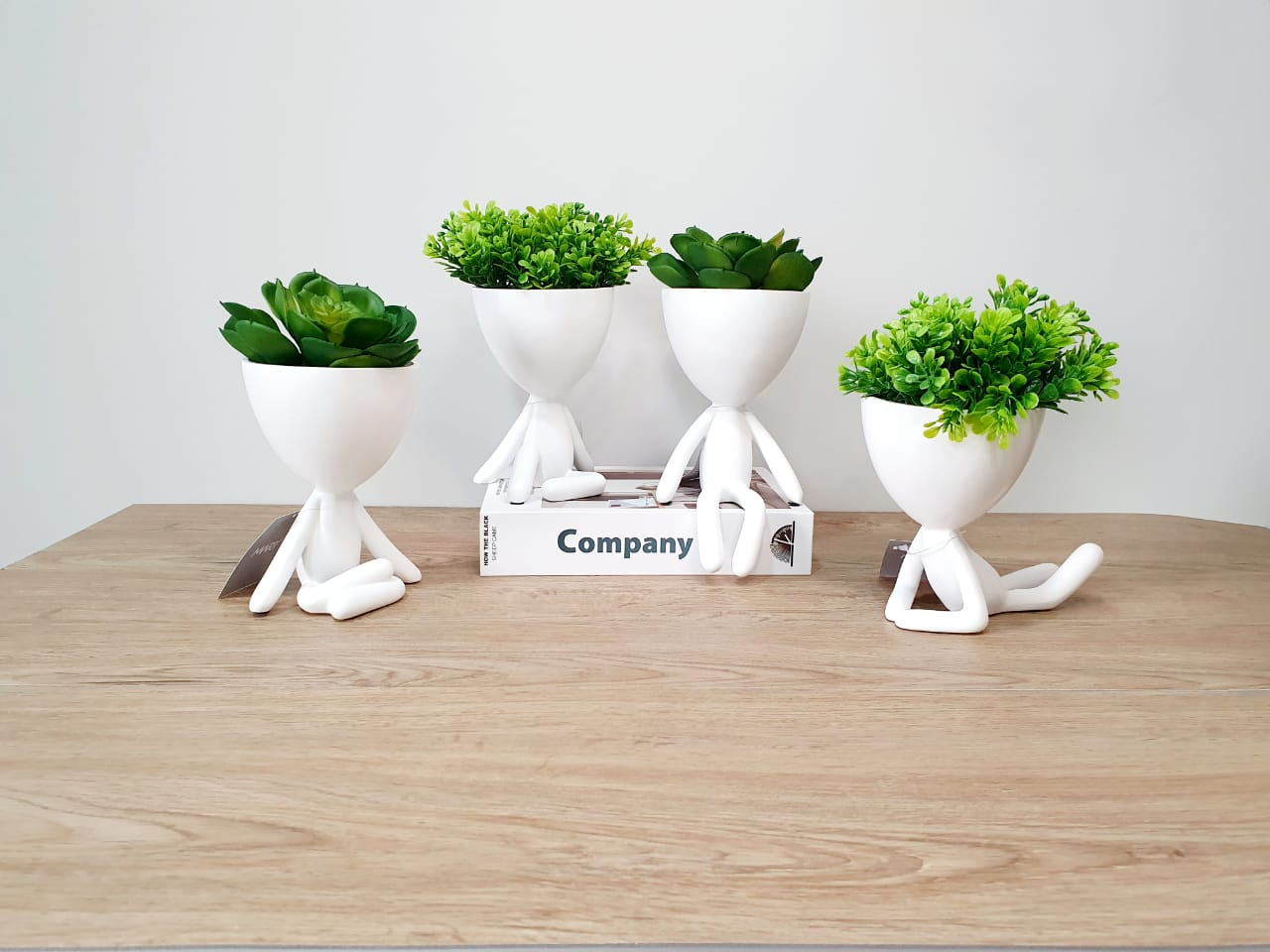 Kit - Quarteto de vasos Bob branco em poliresina
